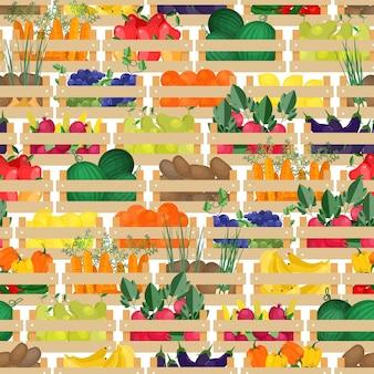Wzór z świeżych dojrzałych organicznych owoców i warzyw w drewnianych skrzynkach. tło ze zbiorami lub zebranymi plonami w skrzyniach. ilustracja wektorowa kolorowe do pakowania papieru, nadruk na tekstyliach.