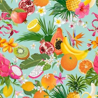 Wzór z tropikalnych owoców i kwiatów. banan, pomarańcza, cytryna, ananas, owoc smoka tło dla tekstyliów, tekstury mody, tapety w wektorze