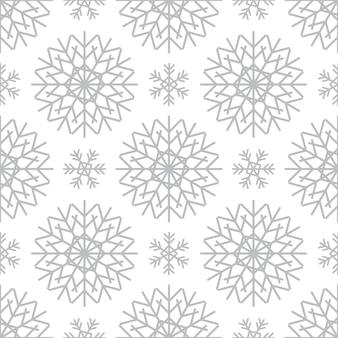 Wzór ze srebrnymi płatkami śniegu na białym tle. świąteczna zima tradycyjna dekoracja na nowy rok, boże narodzenie, święta i projekt. ozdoba prostego płatka powtarzającego się płatka śniegu
