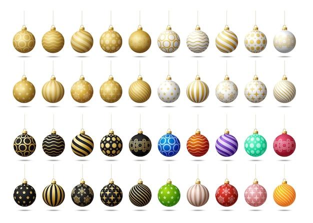 Zabawki choinkowe lub kulki mega kolekcja ustawiona na białym tle. pończochy ozdoby świąteczne. obiekt na święta, makieta. realistyczny obiekt ilustracji