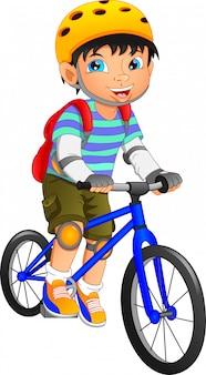 Zabawni chłopcy pozują z rowerami