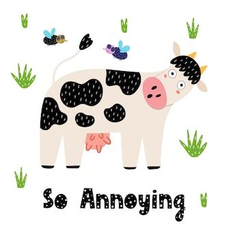 Zabawny nadruk krowa i muchy. karta w dziecinnym stylu z zirytowaną krową i ręcznie rysowane napis.