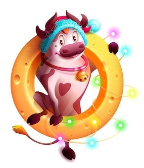 Zabawny symbol byka 2021 roku w czapce mikołaja trzyma ser. girlanda z ozdób choinkowych. na białym tle na biały ilustracja kreskówka
