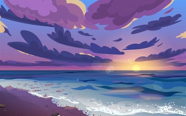 Zachód lub wschód słońca, świt na morzu z chmurami na niebie. brzeg oceanu z falami toczącymi się po nim i morską pianą. piękny krajobraz.
