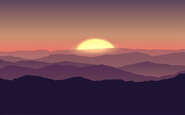Zachód słońca na horyzoncie górskim