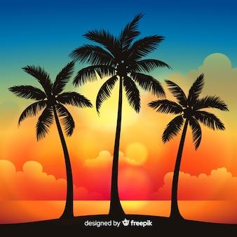 Zachód słońca na plaży z palmowymi sylwetkami