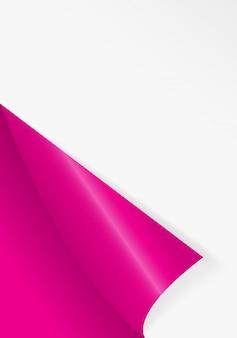 Zagięty narożnik papierowy do swobodnego wypełnienia różowego koloru.