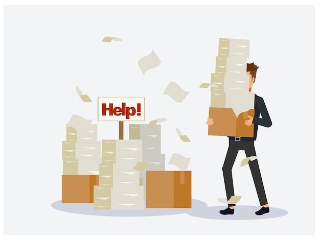 Zajęty biznesmen ze stosu dokumentów, stos papieru, w tekturowym pudełku, znak pomocy.