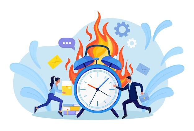 Zakłócenie terminu. pracownicy biurowi pracują w godzinach nadliczbowych. ludzie w warunkach dużego stresu. dużo pracy i mało czasu. wyczerpany, sfrustrowany pracownik w pośpiechu. panika i zespół ostrego stresu w biurze