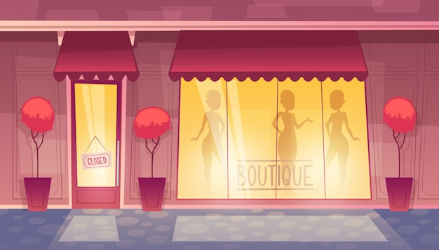 Zamknięty butik z witryną sklepową, rynek odzieżowy wieczorem, w nocy.