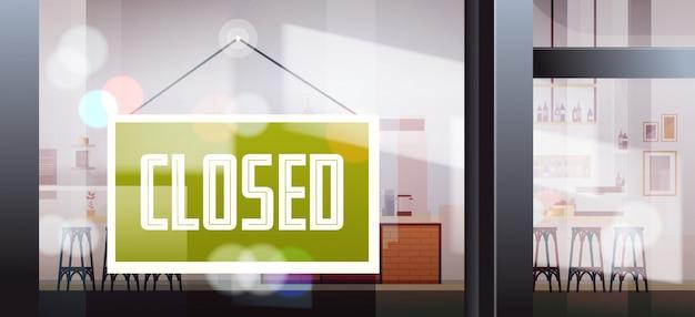 Zamknięty znak wiszący przed kawiarnią okno koronawirus pandemia kwarantanna bankructwo kryzys handlowy