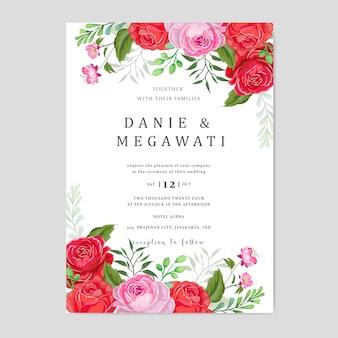 Zaproszenie na ślub z pięknymi różowymi i czerwonymi liśćmi kwiatów