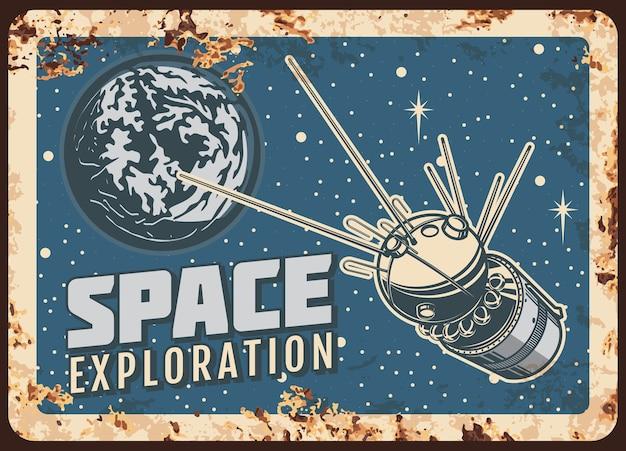 Zardzewiała metalowa płyta do eksploracji kosmosu przez satelitę
