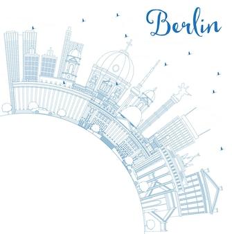 Zarys berlin niemcy panoramę miasta z niebieskimi budynkami i przestrzenią do kopiowania. ilustracja wektorowa. podróże służbowe i koncepcja turystyki z zabytkową architekturą. berlin gród z zabytkami.