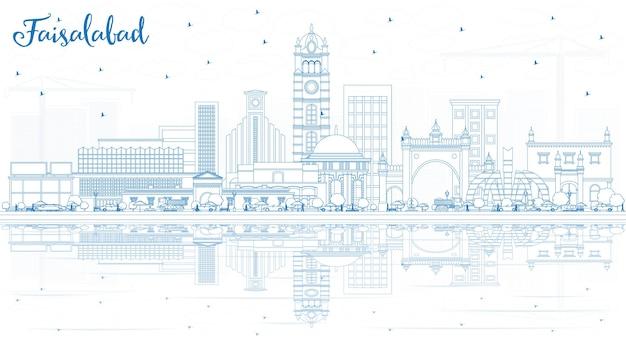 Zarys faisalabad pakistan city skyline z niebieskimi budynkami i odbiciami. ilustracja wektorowa. podróże służbowe i koncepcja turystyki z nowoczesną architekturą. faisalabad gród z zabytkami.