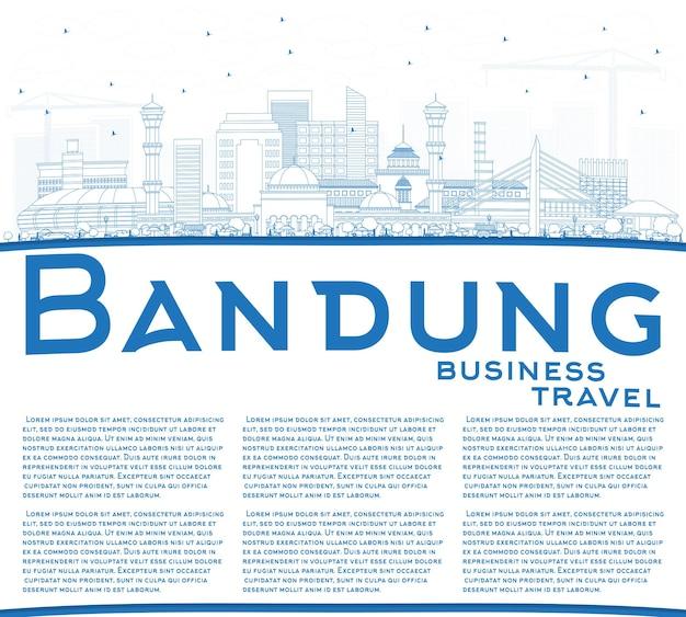 Zarys panoramę miasta bandung indonesia z niebieskimi budynkami i przestrzenią kopiowania. ilustracja wektorowa. podróże służbowe i koncepcja turystyki z zabytkową architekturą. bandung gród z zabytkami.