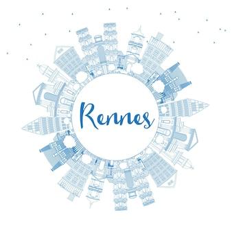 Zarys panoramę miasta rennes france z niebieskimi budynkami i przestrzenią do kopiowania. ilustracja wektorowa. podróże służbowe i koncepcja turystyki z zabytkową architekturą. rennes gród z zabytkami.