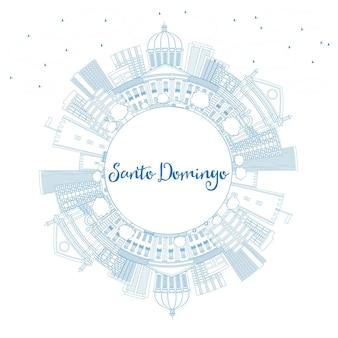 Zarys panoramę santo domingo z niebieskimi budynkami i przestrzenią do kopiowania. ilustracja wektorowa. podróże służbowe i koncepcja turystyki z nowoczesną architekturą. obraz banera prezentacji i witryny sieci web.