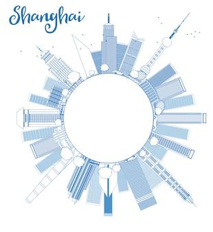 Zarys panoramę szanghaju z niebieskimi wieżowcami