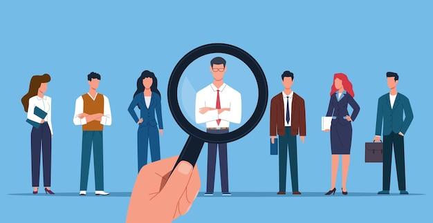 Zasoby ludzkie. ręka ze szkłem powiększającym wybiera kandydata z grupy, selekcję pracowników, zespół rekrutacyjny zatrudniający pracowników, proces wyboru przyszłego sukcesu w karierze i płaską koncepcję wektora konkurencji