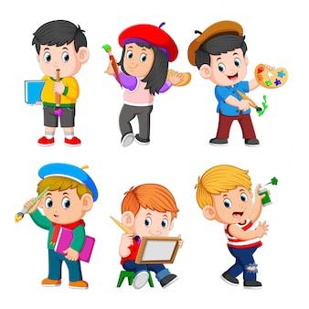Zbiór dzieci robiących farbę