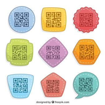Zbiór dziewięciu kolorowych kod qr z geometrycznych kształtów