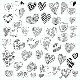 Zbiór różnych doodle serca szkic projektu