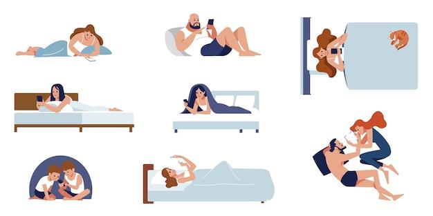 Zbiór uroczych ludzi leżących na łóżku i rozmawiających przez telefon