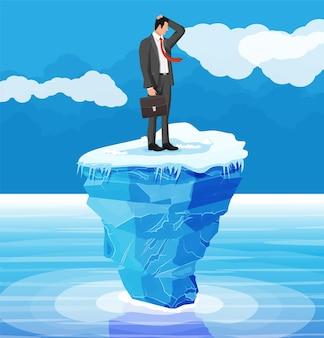 Zdesperowany biznesmen unosi się na górze lodowej. przeszkoda w pracy, kryzys finansowy. zarządzanie ryzykiem,