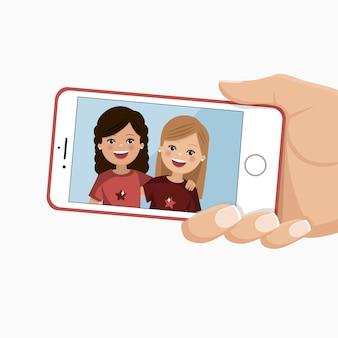Zdjęcie szczęśliwych przyjaciół w smartfonie. ładne dziewczyny są fotografowane razem.