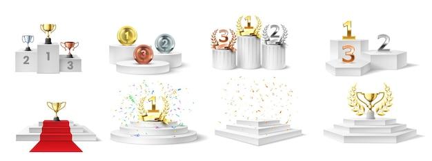 Zdobywca podium, medal i puchary. trofea na podświetlanym podium na ceremonię wręczenia nagród, nagrody na cokole schodów, realistyczny zestaw wektorowy. mistrzostwa ceremonii, ilustracja nagrody zwycięzcy cokołu