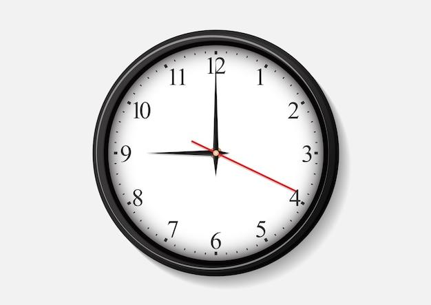Zegar ścienny pokazuję godzinę dziewiątą.