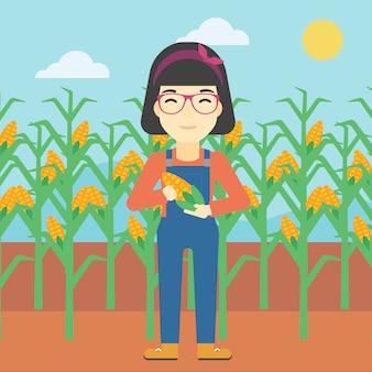 Żeńska rolnika mienia kukurudza