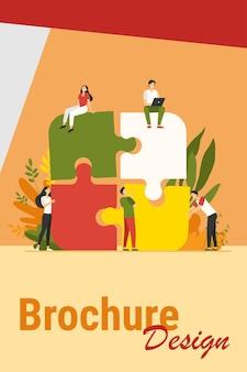 Zespół firmy łącząc puzzle na białym tle płaskie wektor ilustracja. partnerzy z kreskówek pracujący w związku. koncepcja pracy zespołowej, partnerstwa i współpracy