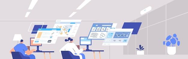 Zespół naukowców analizujący dane medyczne na wirtualnych tablicach medycyna opieka zdrowotna