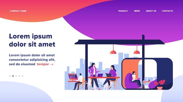 Zespół nowoczesny biznes pracujący w otwartej przestrzeni biurowej. młodzi ludzie korzystający z laptopów w kreatywnym wnętrzu coworkingu. ilustracja wektorowa do pracy zespołowej, społeczności, pracy nad koncepcją projektu