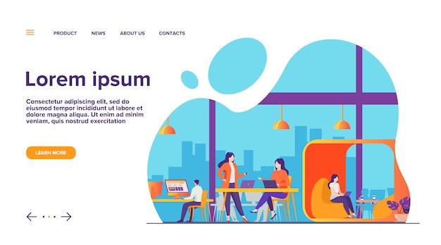 Zespół nowoczesny biznes pracujący w otwartej przestrzeni biurowej