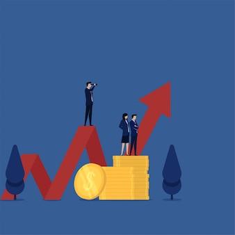 Zespół płaskiego biznesu stoi i widzi bezpośrednio nad monetą oraz wykres wizji i zysku.