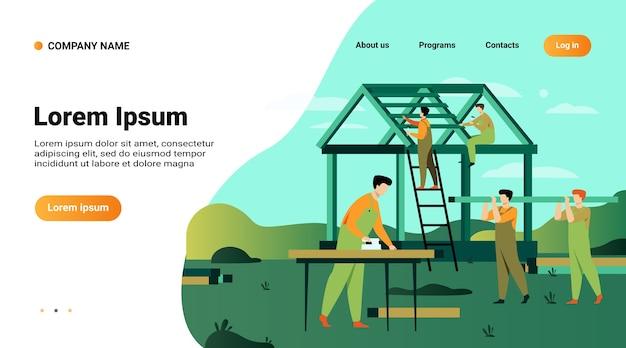 Zespół profesjonalnych stolarzy budowa domu na białym tle ilustracji wektorowych płaski. cartoon budowniczych w mundurach tworzących konstrukcję dachu i ścian