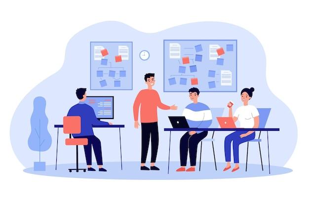 Zespół programistów tworzących oprogramowanie, pracujących nad aplikacją we wnętrzu biura
