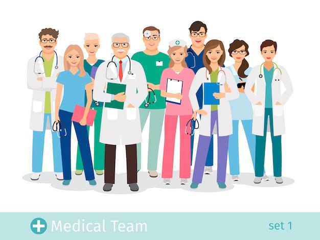 Zespół szpitala na białym tle. lekarz i asystent, pielęgniarki i pomoc medyczna grupa ilustracji wektorowych
