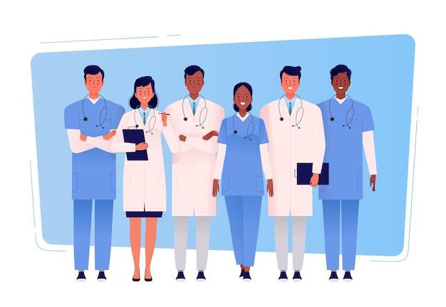 Zespół wielokulturowych lekarzy stoi razem. personel medyczny.