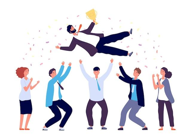 Zespół wyrzuca człowieka w powietrze. grupa ludzi biznesu świętuje zwycięstwo sukcesu.