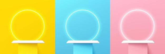 Zestaw abstrakcyjnej półki 3d lub białego podium stojaka na żółto-niebieskiej różowej scenie ściennej z neonowym pierścieniem