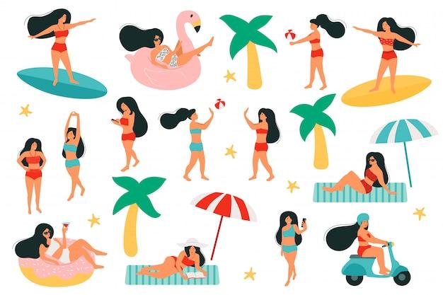 Zestaw aktywności kobiet na plaży. kobiety na ringu, kształt flaminga i pączki. graj z piłką plażową. jeździ na skuterze. surfing