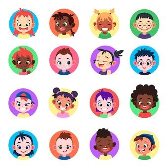 Zestaw awatarów dla dzieci. twarze etniczne słodkie chłopcy dziewczęta awatary głowa dziecko profil portret portret postać