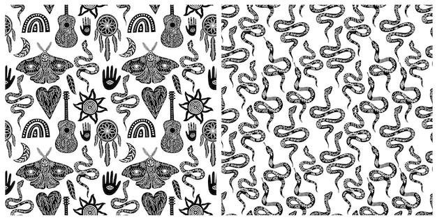 Zestaw bezszwowe niebieski wzór, czarno biały symbole boho wzór. sylwetki tęczy, gitary, ćmy, ręki, węża, pióra, łapacza snów, księżyca, słońca. ilustracja wektorowa w stylu linorytu.
