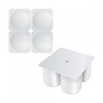 Zestaw białego plastikowego opakowania na jogurt, śmietanę, deser lub dżem. zaokrąglony kwadratowy kształt. zestaw czterech. realistyczny szablon opakowania