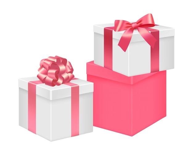 Zestaw białych i różowych pudeł upominkowych.