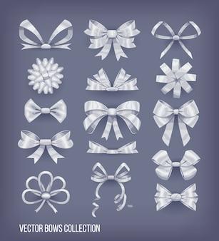 Zestaw białych srebrnych kokardek w stylu kreskówki i zawiązanych wstążek. kolekcja elementów dekoracyjnych